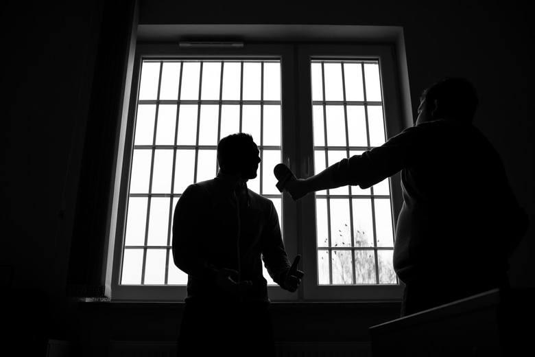 Jak wyglądają polskie więzienia i codzienne życie polskich więźniów? Sprawdźcie! Zaglądamy do pokoju widzeń podczas spotkań z rodziną, na spacerniak,
