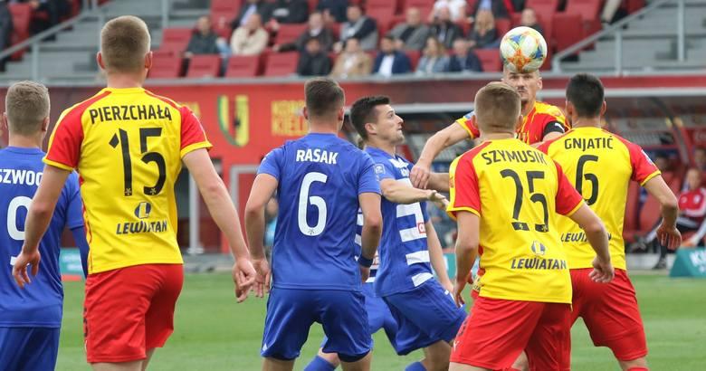 Piłkarze Korony Kielce znowu zawiedli. Po słabej grze przegrali na Suzuki Arenie z Wisłą Płock 0:1 i są już na ostatnim miejscu w tabeli ekstraklas.