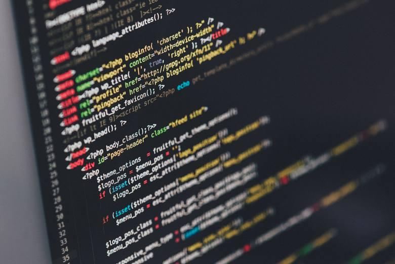 Osoba zatrudniona na stanowisku senior net developer w oparciu o umowę o pracę może zarobić od 18 000 zł do 28 000 zł brutto (w zależności od posiadanego