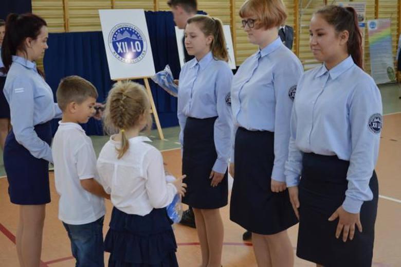 W piątek w XII Liceum Ogólnokształcącym w Bydgoszczy mała miejsce uroczystość ślubowania uczniów klas pierwszych o profilu policyjnym. Wśród zaproszonych