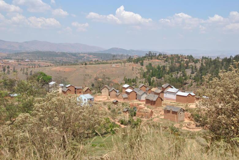 Mandiavato leży na nieurodzajnych, górzystych terenach