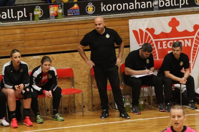 Wysoka wygrana piłkarek ręcznych Korony Handball Kielce. Bramkarka Kościerzyny trzy razy znokautowana [ZDJĘCIA, VIDEO]