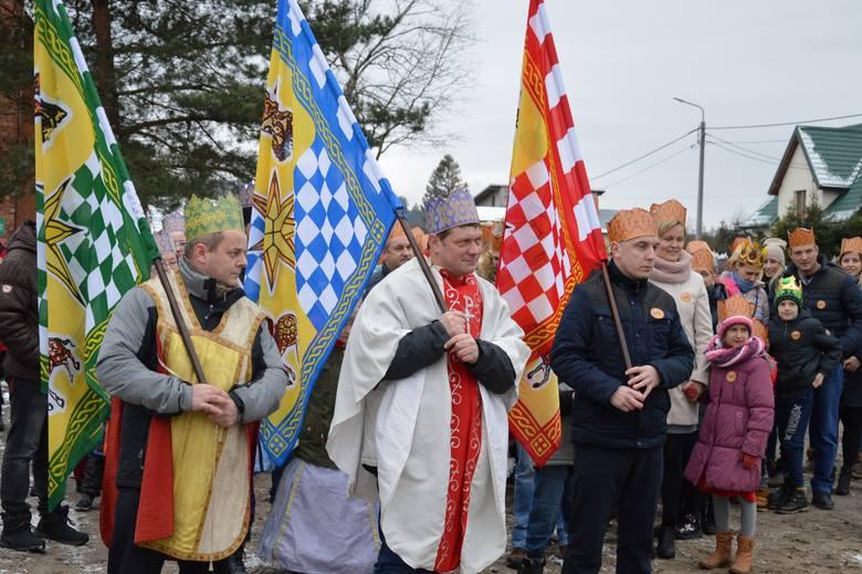 Po raz drugi parafia pod wezwaniem Antoniego Padewskiego w Nożynie zorganizowała Orszak Trzech Króli. Potem w kościele było wspólne śpiewanie kolęd.