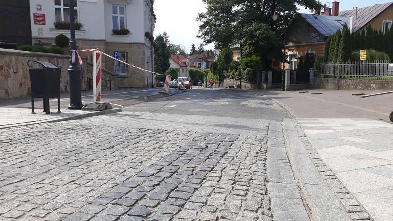 Ulica Grodzka w Krośnie zamknięta do odwołania. Rozpoczyna się remont jezdni. Utrudnienia potrwają do końca września