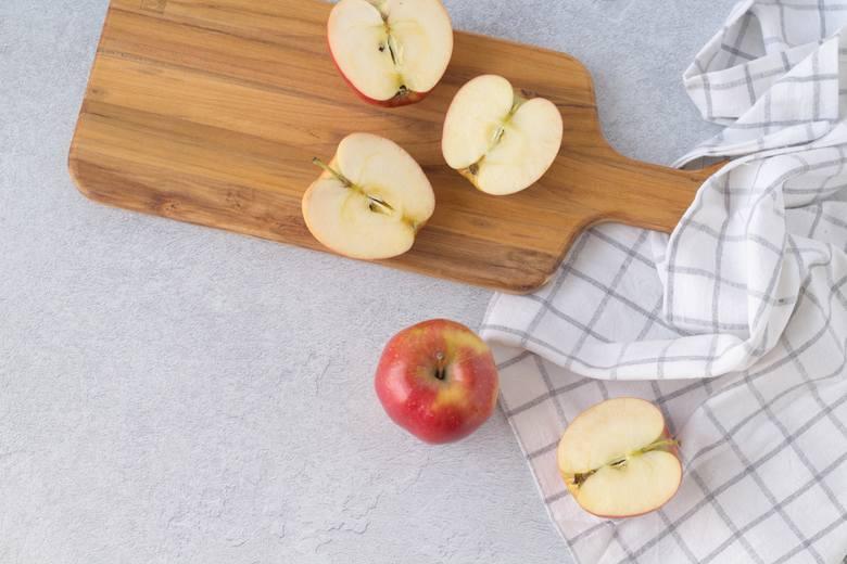 Jesień oznacza sezon na pyszną polską dynię, śliwki i.. jabłka. Dowiedz się, na jakie schorzenia pomagają te przepyszne owoce i dlaczego warto sięgać