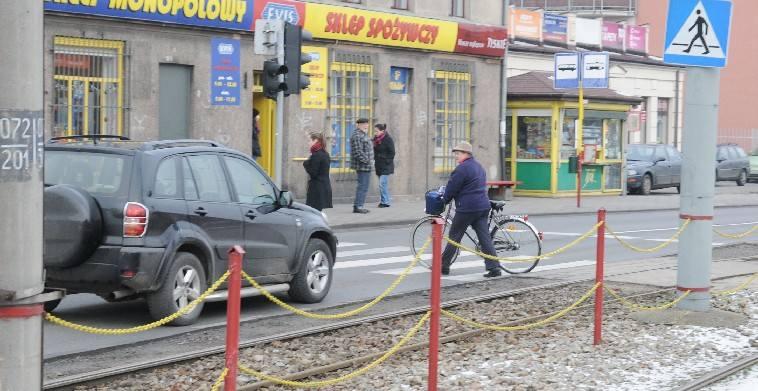 został skazany za śmiertelne potrącenie na pasach pieszego, który wbiegł pod samochód na czerwonym świetle