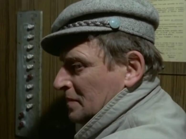 """Odcinek dziewiąty """"Rozkład jazdy"""". Wojciech Standełło w latach 1977–2005 był aktorem Teatru Nowego w Poznaniu. Był też aktorem teatru kaliskiego w czasach dyrekcji Izabelli Cywińskiej."""
