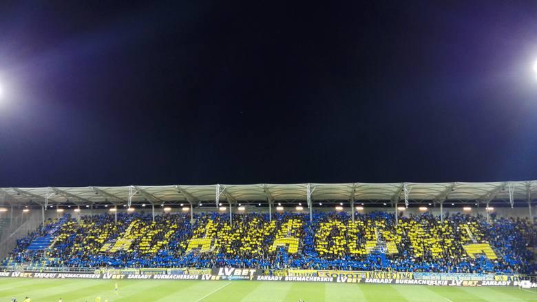 Lotto Ekstraklasa. Bezbramkowym remisem zakończyły się wtorkowe derby Trójmiasta. Na trybunach zasiadło nieco ponad 10 tys. widzów. Zabrakło gości. O