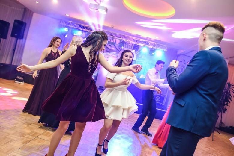 W sobotę odbyła się studniówka V LO w Bydgoszczy. Uczniowie bawili się w Hotelu City. Zobaczcie zdjęcia!