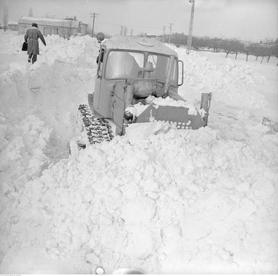 Rok 1979 powitał śnieg. Jak zaczął padać w sylwestrową noc, tak nie mógł przestać przez kilka tygodni - opady przyniosły tzw. zimę stulecia. Pamiętajcie