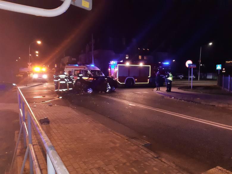 W niedzielę wieczorem doszło do wypadku na skrzyżowaniu ulic Strzelniczej i Wywrockiego w Rzeszowie. Zdjęcia otrzymaliśmy od Internauty.
