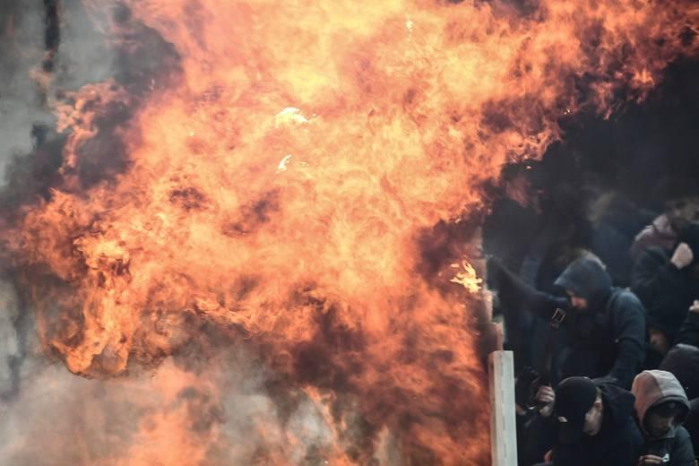 Na stadionie olimpijskim w Atenach chuligani starli się z policją.