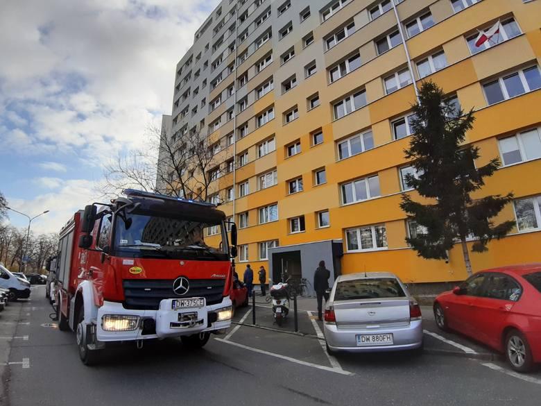 Wrocław: Pożar w bloku na Popowicach. Płonie piwnica