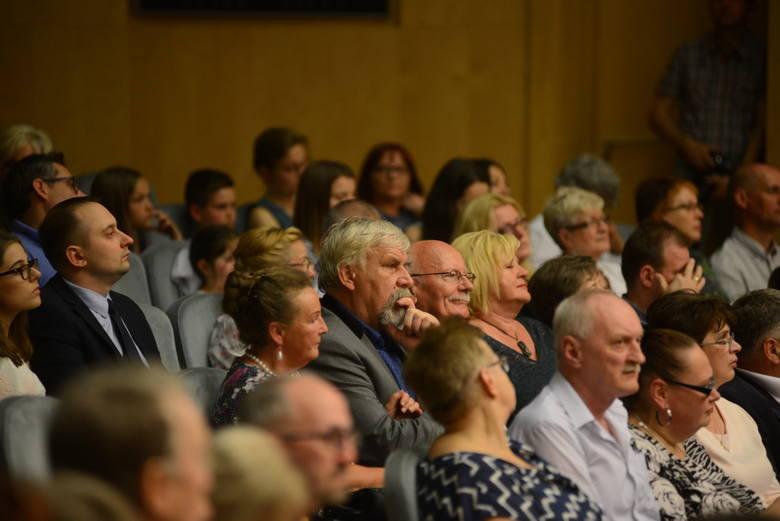 Koncert z okazji 57. rocznicy Wydarzeń Zielonogórskich. Młodzi muzycy i śpiewacy z Państwowej Szkoły Muzycznej I i II stopnia w Zielonej Górze pokazali się wyłącznie w utworach polskich kompozytorów.