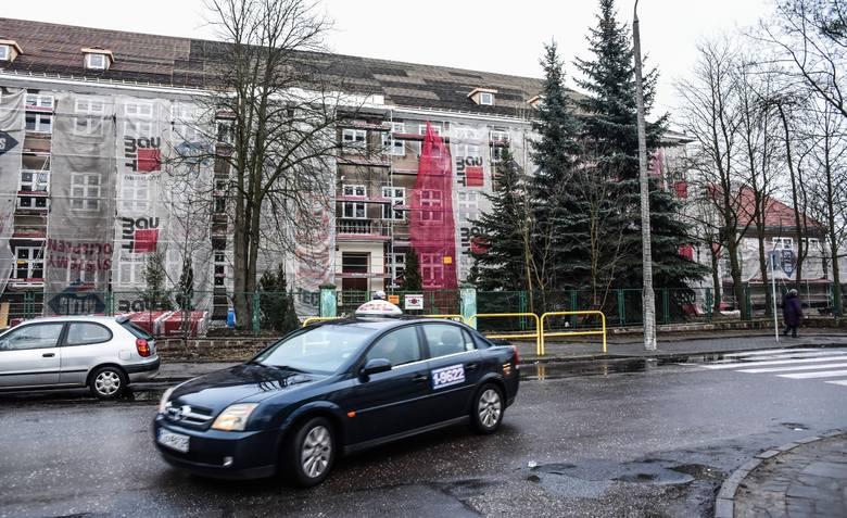 W budynku mieściła się kiedyś SP nr 49, później Gimnazjum nr 13. Obiekt wyremontowano.