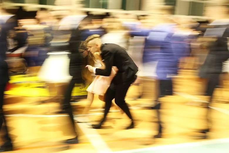 Studniówka uczniów II Liceum Ogólnokształcącego w Chojnicach. Tak bawili się tegoroczni maturzyści.