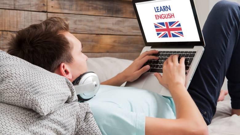 Zostań w domu i naucz się języka - nie tylko angielskiego. Co jest dostępne za darmo, a za co warto zapłacić?