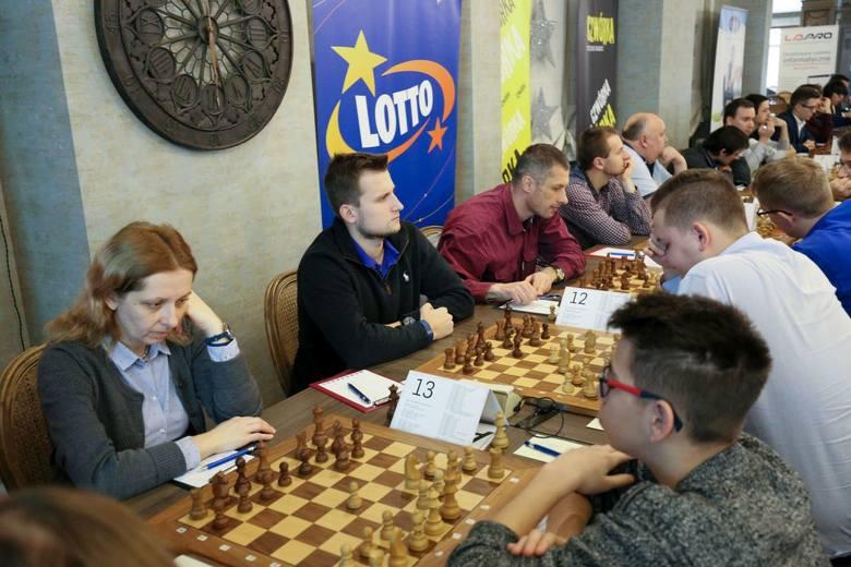 Grę szachistów można obserwować w Hotelu Podlasie&Restauracja Lipcowy Ogród.