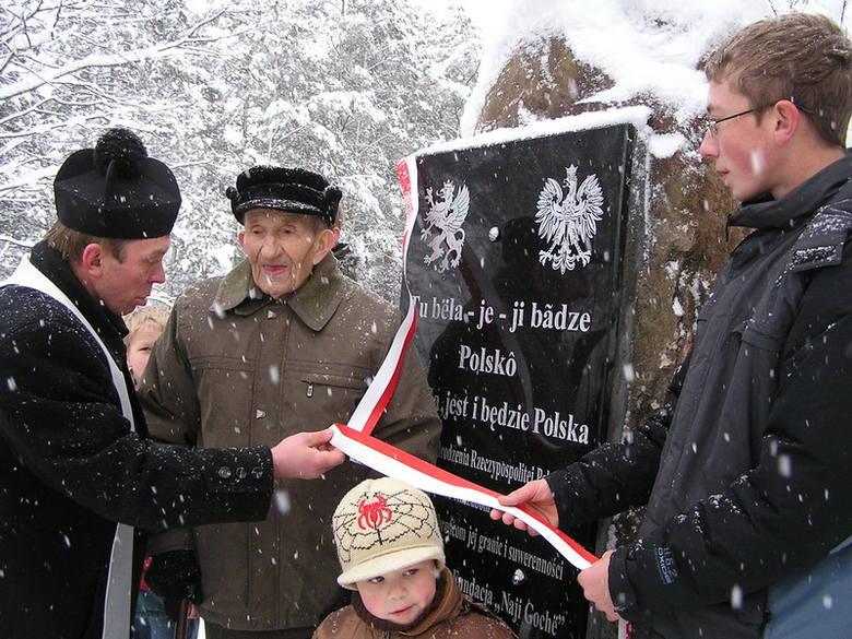 Leśną Straznice Tradycji i Patriotyzmu imienia Bohaterskich Gochów pod wezwaniem Chrystusa Obroncy otwarto przy jeziorze Gwiazda w Borowym Mlynie w gminie