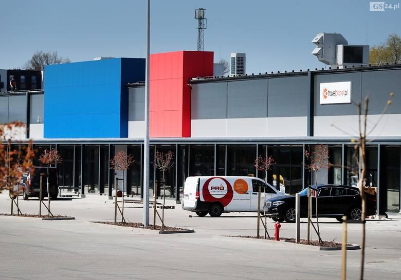 Rondo Hakena Park w Szczecinie. Trwają prace wykończeniowe przy nowym centrum handlowym