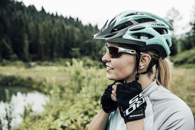Wybór odpowiedniego kasku to wyzwanie, przed którym staje każdy rowerzysta. Bezpieczeństwo musi iść w parze z wygodą i komfortem użytkowania, dlatego