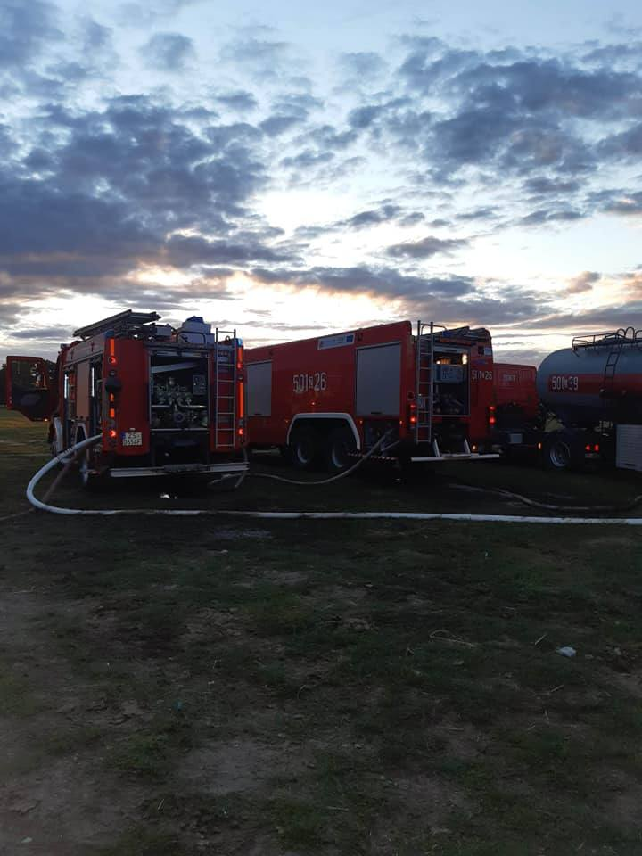 Wielki pożar w Rzędzinach. Spłonęły budynki w gospodarstwie agroturystycznym. Ruszyła akcja pomocy pogorzelcom