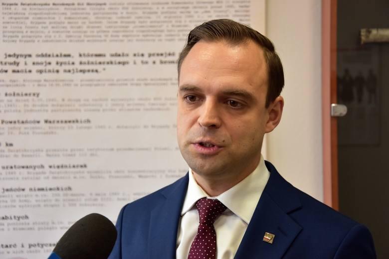 Nominacja dr. Tomasza Greniucha, byłego lidera opolskiego ONR na szefa IPN we Wrocławiu budzi emocje.
