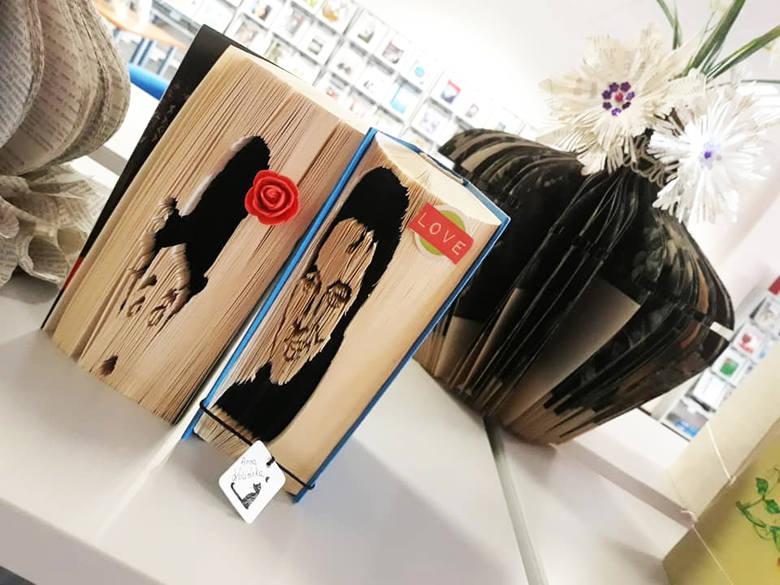 Starych, zniszczonych, nikomu niepotrzebnych książek nie wyrzucaj - można z nich zrobić prawdziwe dzieła sztuki! Przekonaj się o tym, zwiedzając czynną