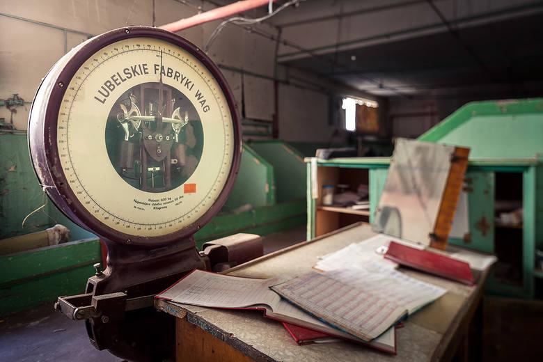 Taka waga stoi w pomieszczeniach dawnej Widzewskiej Manufaktury
