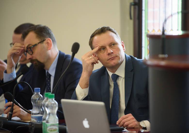 <strong>Michał Jakubaszek</strong> - wiceprzewodniczący Rady Miasta to kolejny potencjalny kandydat PiS na prezydenta Torunia. O tym, że chce kandydować ma, zdaniem wielu, świadczyć jego wielka aktywność w życiu publicznym Torunia.