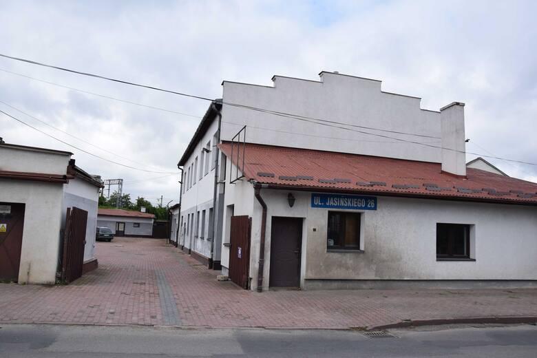 Prawdopodobnie w tym miejscu, a być może również w tych budynkach, znajdowała się przedwojenne fabryka Minerwa w Przemyślu, w której produkowano zabawki.