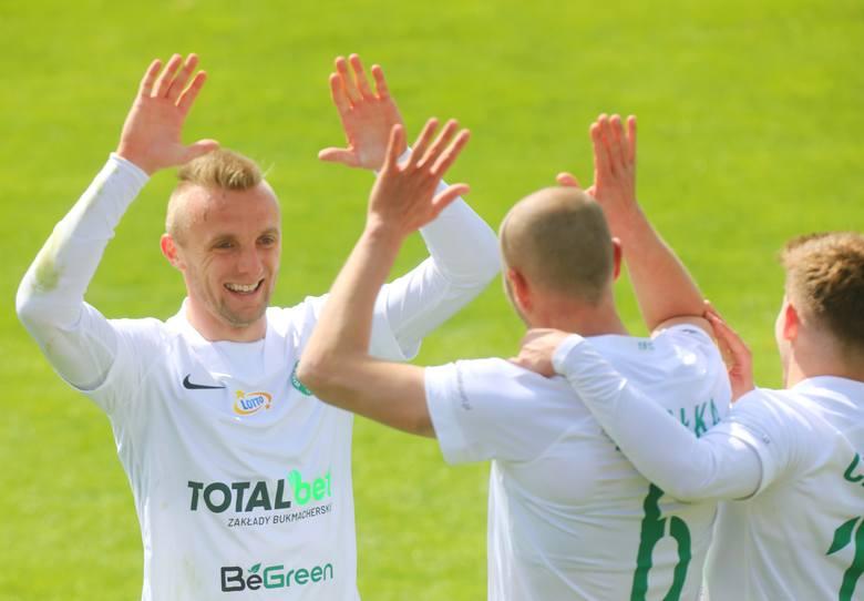 Warta Poznań walczy w końcówce sezonu o historyczny występ w eliminacjach Conference League, dodatkowe pieniądze z Ekstraklasy SA (3,15 mln złotych),