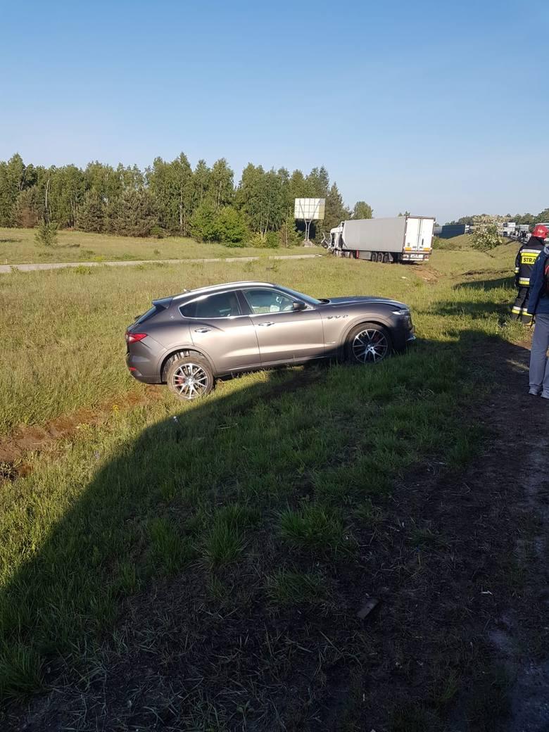 Wypadek na S1 w Mierzęcicach: Zderzył się dwa tiry i osobówka. Lądował LPR