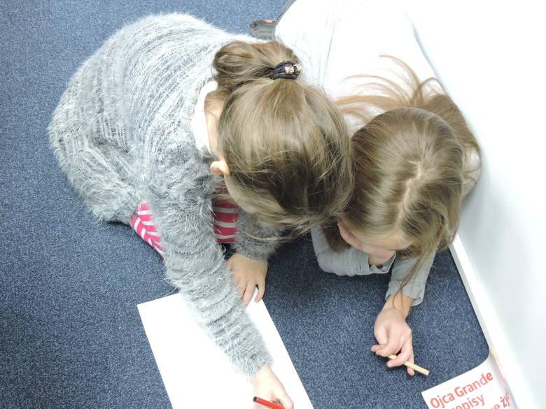 Dzieci z ZS nr 3 na warsztatach w redakcji rysowały okładkę Tygodnika [ZDJĘCIA]