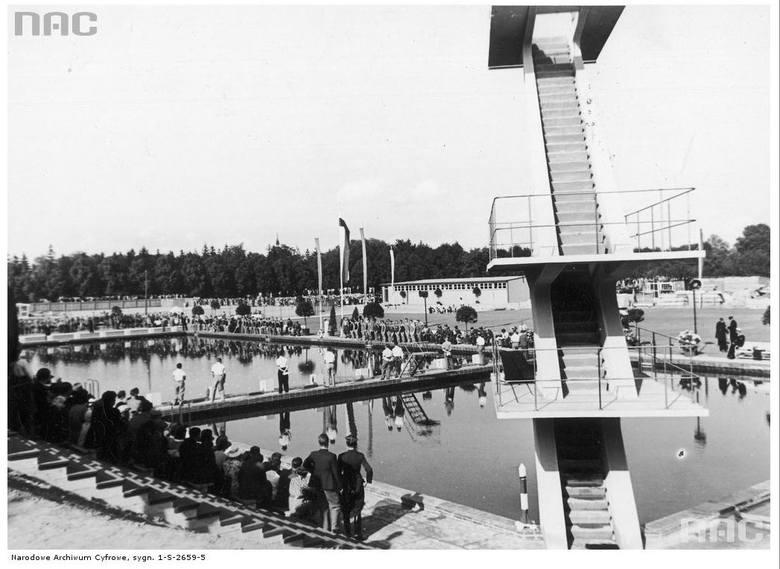 Otwarcie basenu pływackiego na Sołaczu - 1936 rok