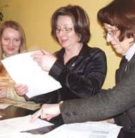 Wioletta Racis (od lewej), Lucyna Poczobut oraz Teresa Markiewicz, wysyłając wspólny projekt na konkurs, chciały podzielić się pomysłami
