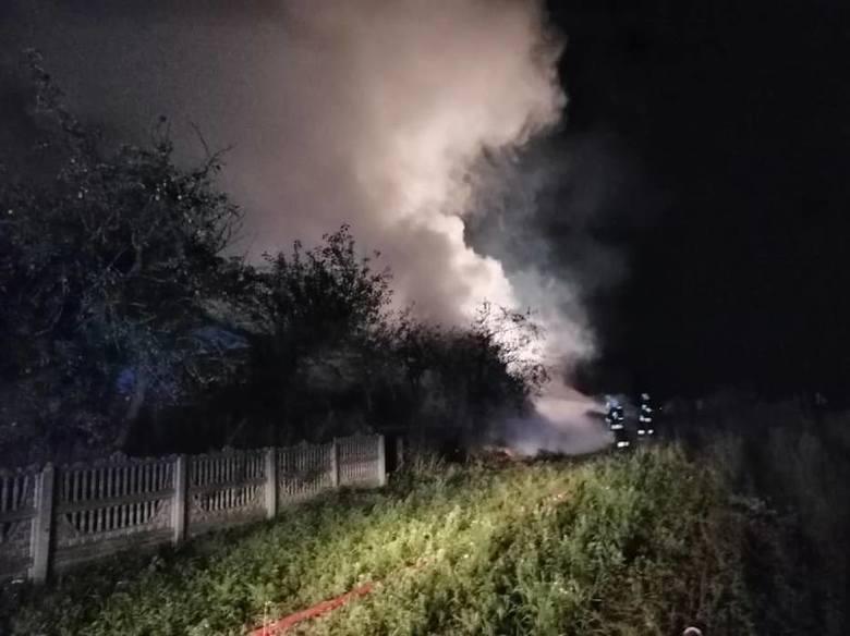 Pożar w Baninie, gm. Żukowo 25.08. W stodole spłonęło ok. 30 ton słomy i 90 ton ziarna