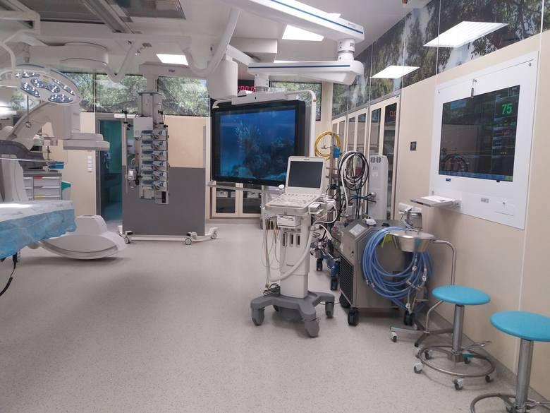 Sala hybrydowa to miejsce gdzie spotyka się podczas jednego zabiegu kardiochirurg i kardiolog interwencyjny (poszerzający naczynia poprzez wszczepianie