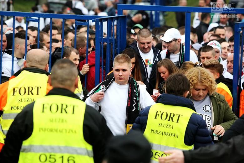 Sobotnie mecz Pogoni Szczecin z Legią Warszawa zgromadził komplet publiczności, czyli 14 348 osób. To był ósmy mecz z rzędu Portowców bez zwycięstwa