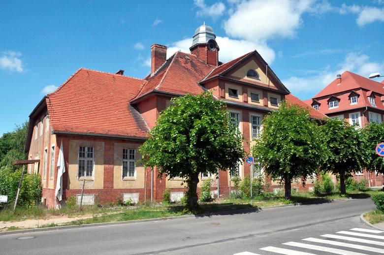 Po remoncie w tym budynku przy ul. Hallera znajdzie swą siedzibę m.in. ośrodek pomocy społecznej.