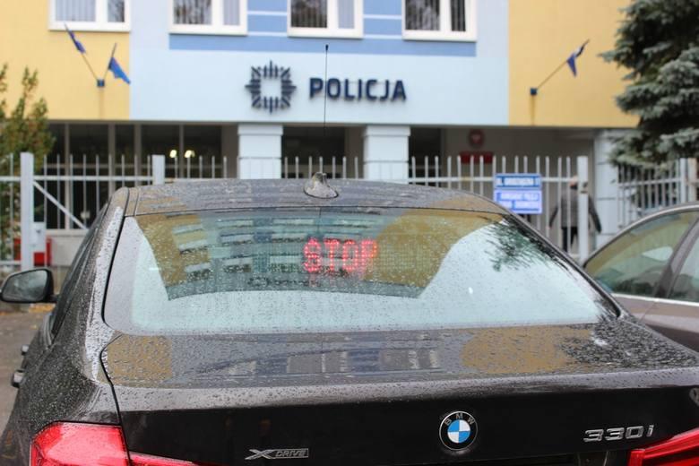 We wtorek kolizji ulegało nowe, nieoznakowane policyjne bmw z Torunia, które weszło do służby pod koniec października tego roku (na zdjęciu). Uderzył