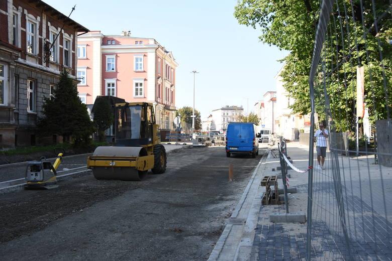 Nieprzejezdna ulica Oleska to duży problem dla kierowców, którzy chcą wyjechać z Opola w stronę Kluczborka.