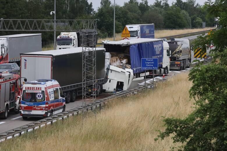 Wypadek dwóch ciężarówek na autostradzie A4 23.06.2021