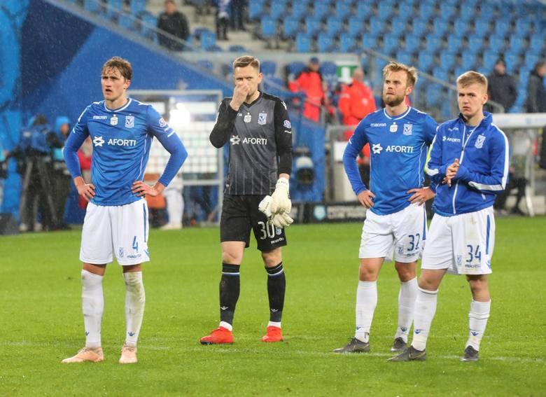 Piłkarze Lecha w tym sezonie rozczarowują swoją postawą i nic nie wskazuje na to, że w rundzie finałowej błysną formą i włączą się jeszcze do walki o