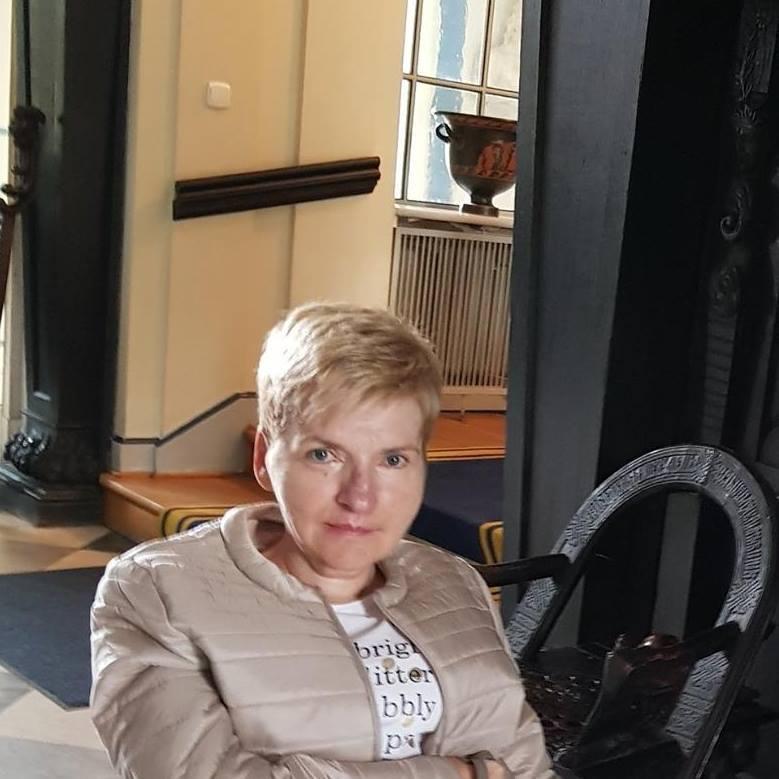 Alicja Gołąbek - Zawadzka porusza się na wózku. Mieszka w bloku. Winda umożliwi jej wyjeżdżanie z domu