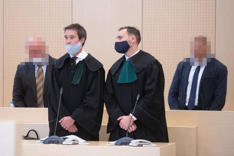 Doradca Mariusz T., po ogłoszeniu wtorkowego wyroku, został wyprowadzony w kajdankach z sali rozpraw. Prokurator Wojciech Zysnarski domagał się dla niego oraz notariusz Violetty D. po 15 lat więzienia. Sędzia Antoni Łuczak skazał doradcę na 12,5 roku więzienia, a panią notariusz na 14 lat...