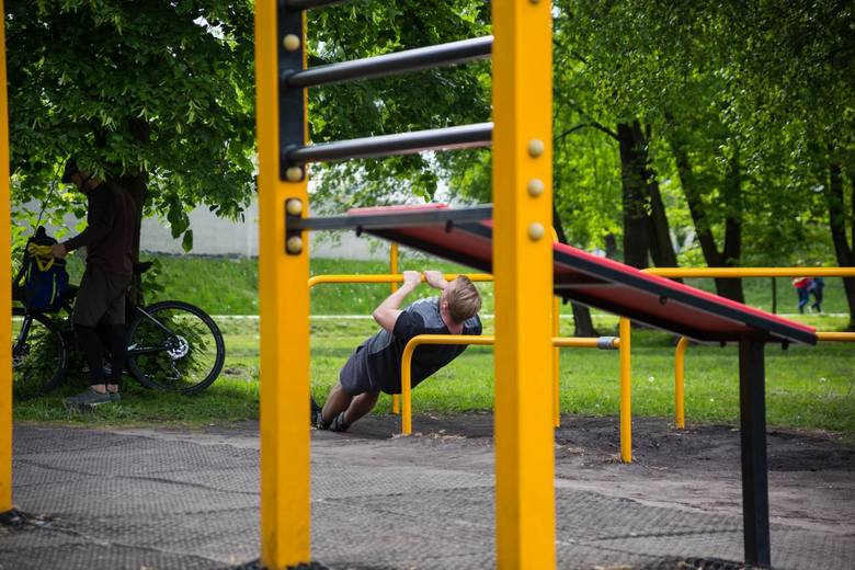 - Znaczna część Polaków podejmuje aktywność fizyczną na zewnątrz, co należy ocenić jako pozytywny trend- tłumaczy ekspert.