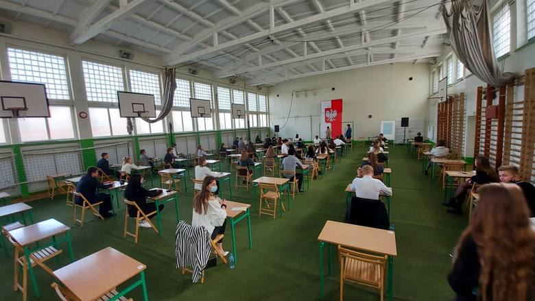 Matura 2021. Pisemny egzamin z języka angielskiego w Zespole Szkół Ogólnokształcących i Sportowych w Zielonej Górze