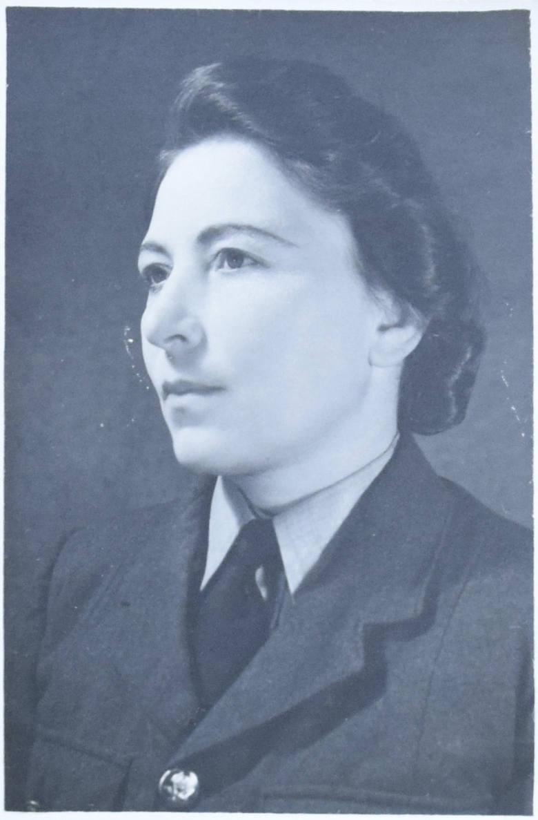 Jadwiga Pakulska na Syberii wstąpiła do armii Andersa, przeszła cały szlak bojowy. Była sierżantem Pomocniczej Lotniczej Służby Kobiet.<br />