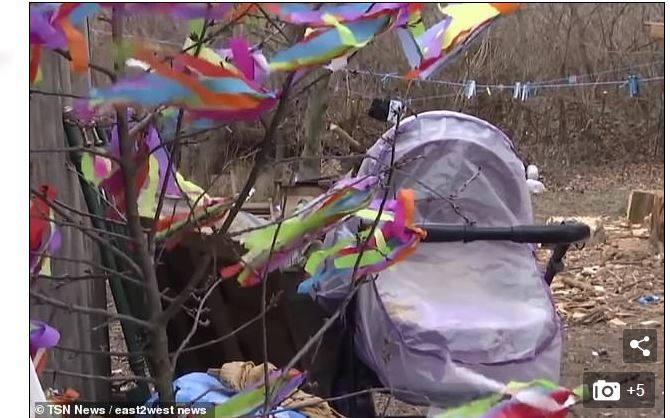 Do ogromnej tragedii doszło na Ukrainie. 22-letnia kobieta pozostawiła przed domem wózek ze swoją 9-miesięczną córeczką.Dziecko smacznie spało, więc